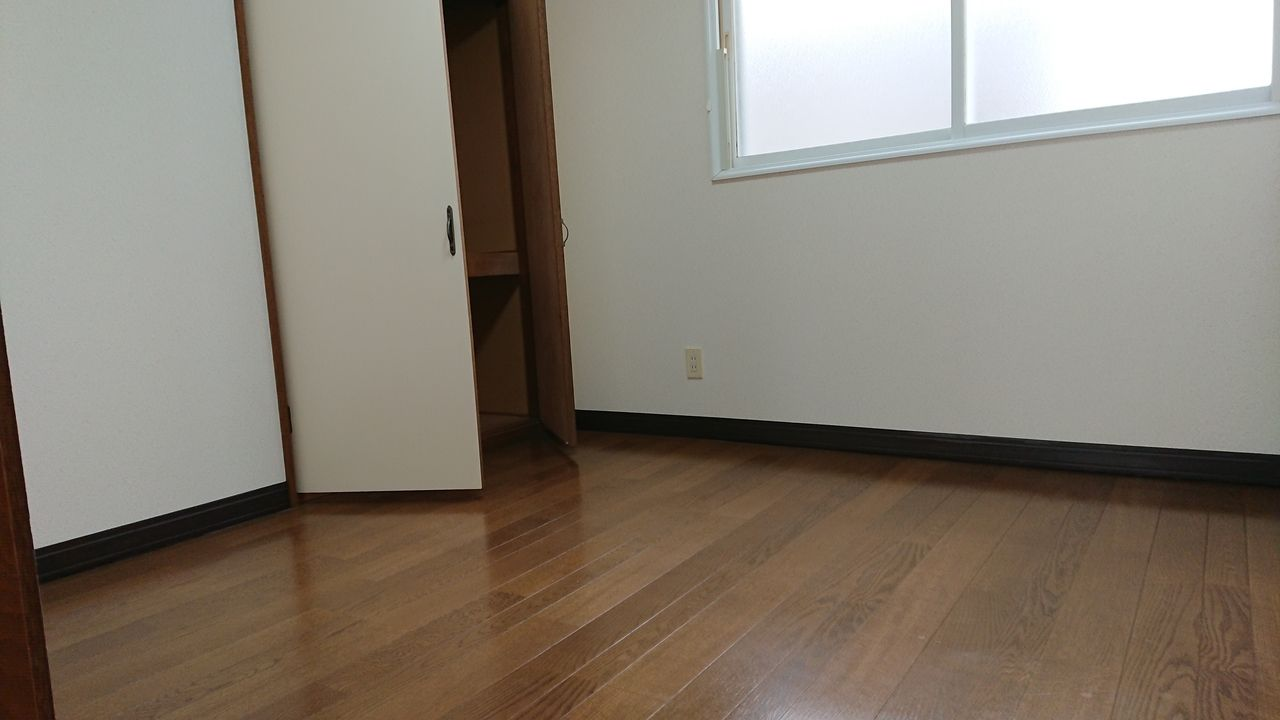 隣り合った洋室は戸を開けて行き来できます。