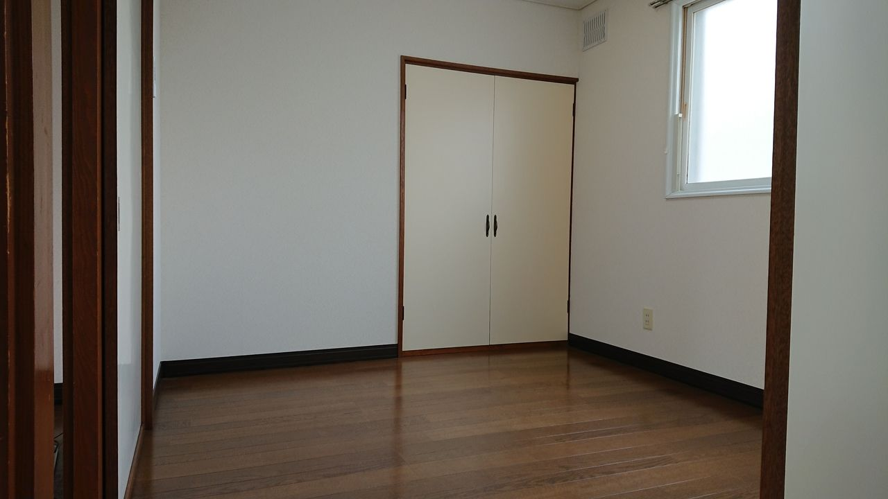 どちらの洋室も収納スペースがあります
