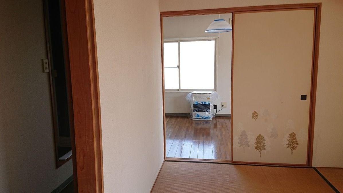 廊下側の襖も開いています。