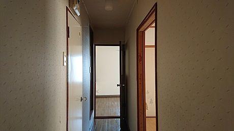 右が和室 左がトイレと浴室