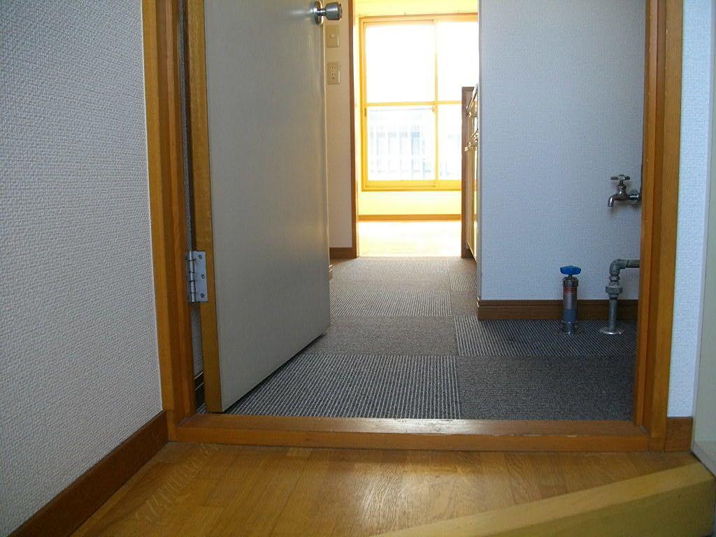 玄関から台所方向