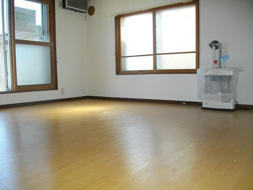 2面採光で明るい居室