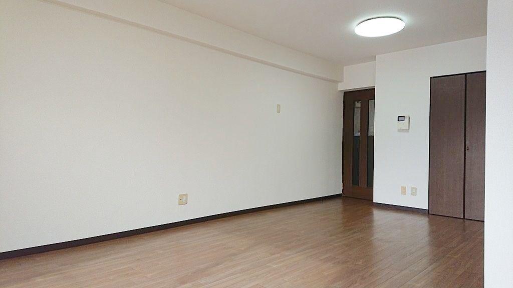 広い壁面は家具の配置も工夫しやすい♪