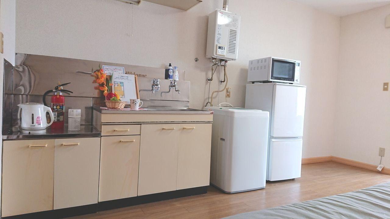 冷蔵庫・レンジ・電動ケトル付き!洗濯機もあって動線がラク♪
