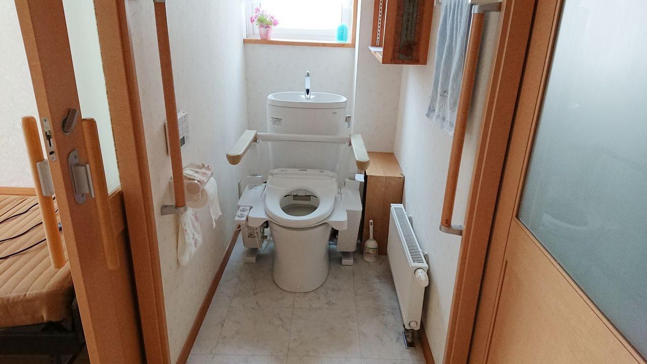 1階トイレは洋室、洗面所、廊下の三方向から出入りが可能