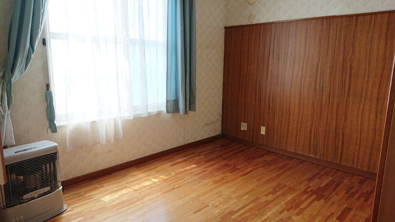 天井の高い2階洋室③