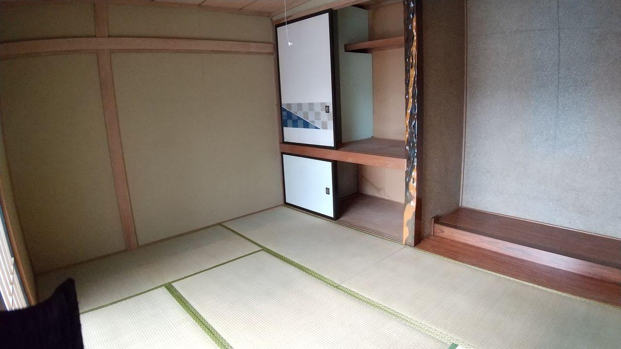 床の間付きの風情ある和室
