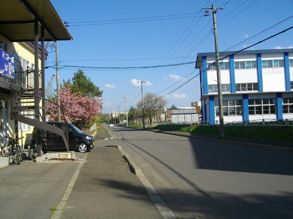 道路向かいは恵明中学校