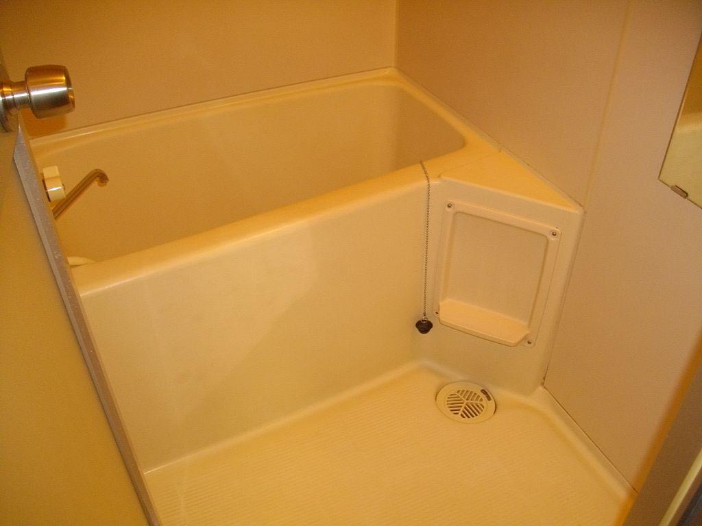 シャワー付きの浴室です!