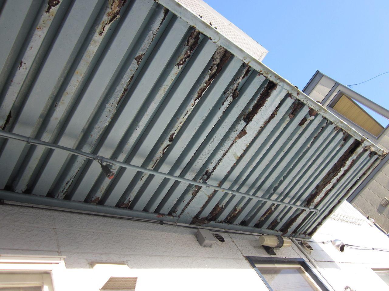 苫小牧市でアパート外廊下の床が抜ける事故…オーナーさんは確認を!