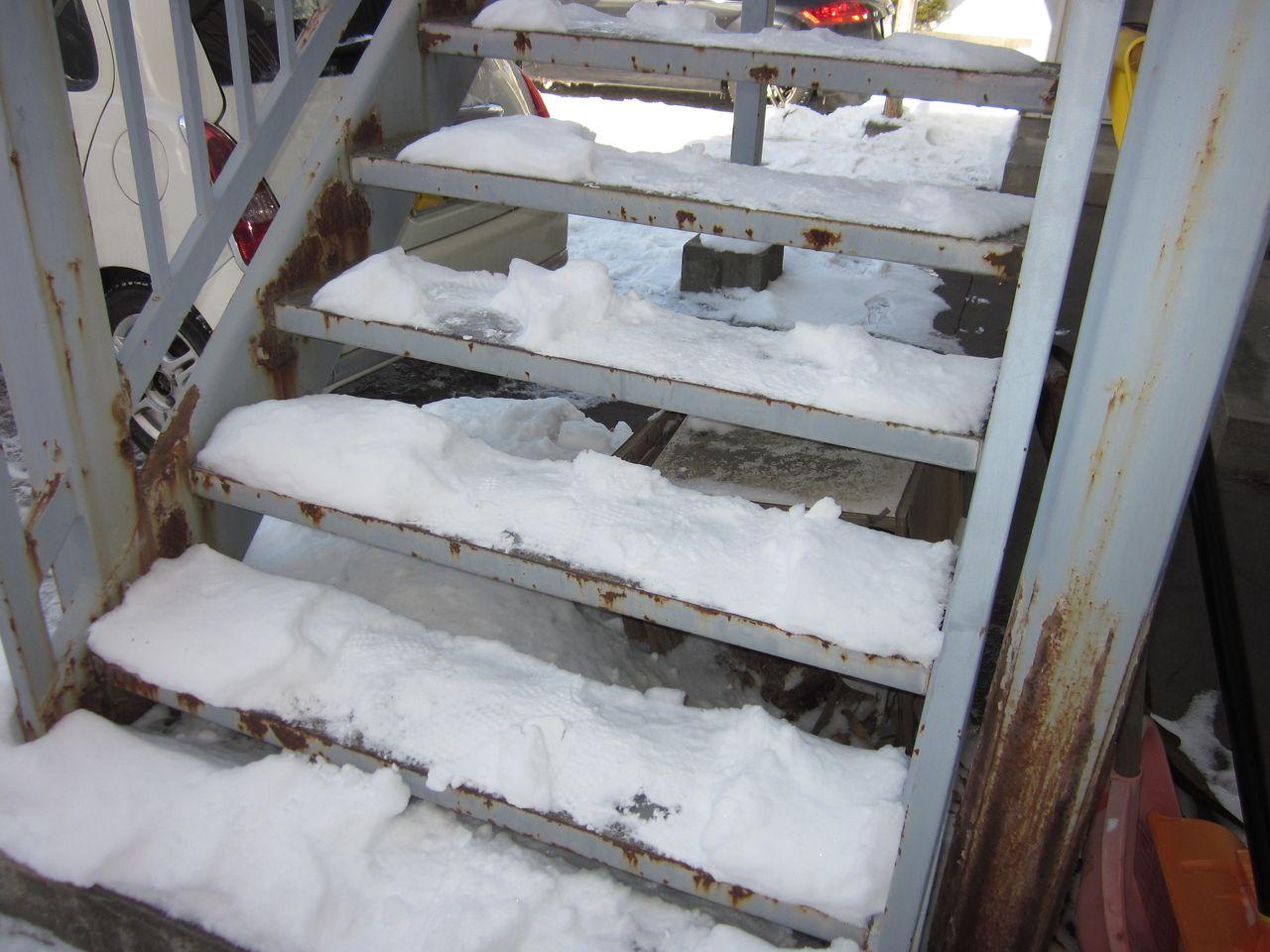 アパート階段部分の雪