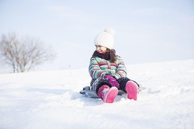 北海道の冬、折角なので雪遊びを楽しみたい!恵庭市にはスキー場やスケート場もありますが、他にも冬の遊びが楽しめる施設は色々!家族や友達と一緒に楽しみましょう!