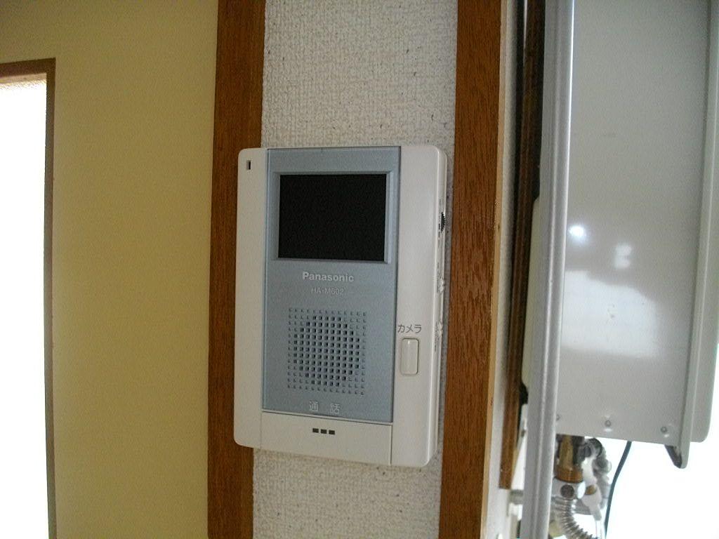 各部屋にモニター付きインターホンがついています♪