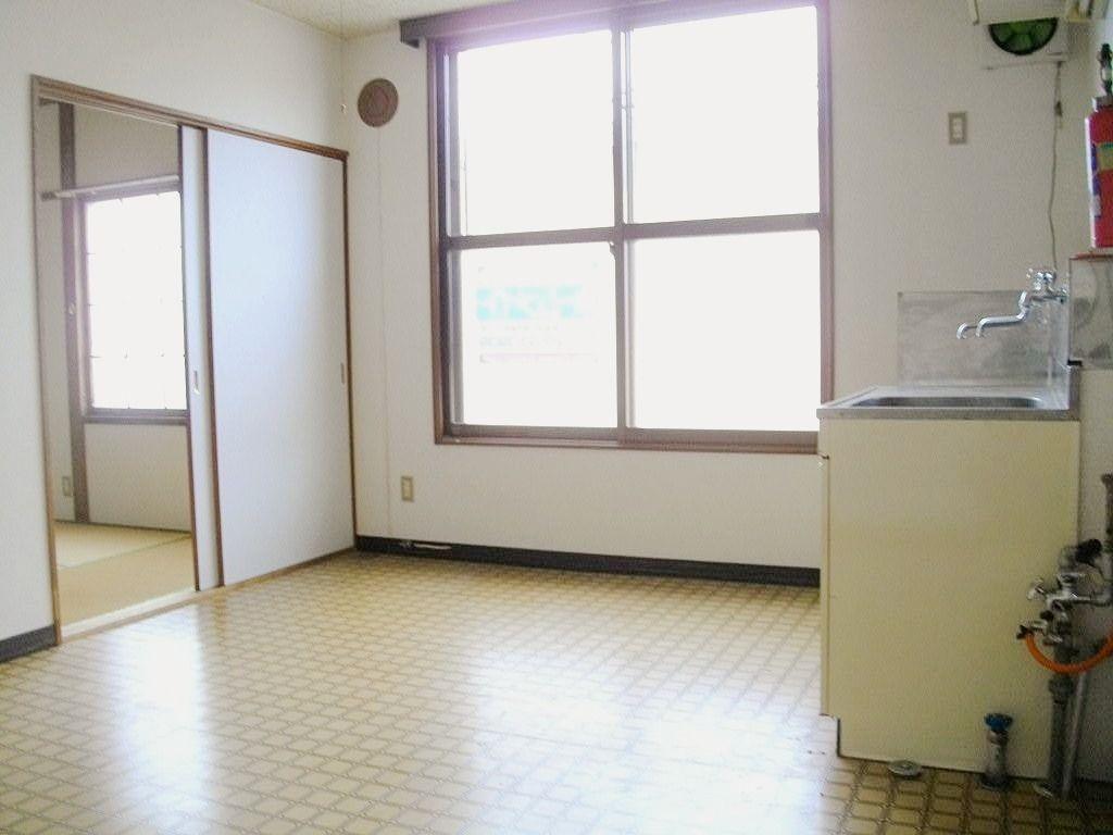 恵庭市駒場町コーポ駒場、1DKタイプのお部屋は道路に面した窓の角部屋です!