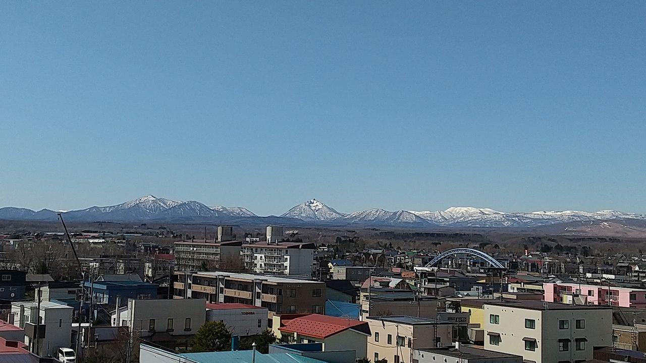 札幌市と新千歳空港の中間地、アクセスのいいベッドタウンである一方、豊かな自然にも恵まれた町。名前の由来はアイヌ語のエエンイワ(現在の恵庭岳を指す、鋭く尖った山の意)からと言われています。